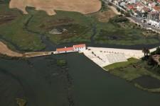 Núcleo do Moinho de Maré de Corroios - vista aérea do moinho e da área de sapal envolvente. © CMS/EMS – António Silva, 2009.